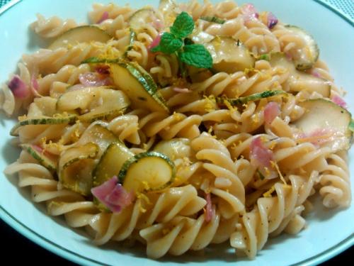 MassaComAbobrinhaLimaoEHortela_cozinhandopara2ou1
